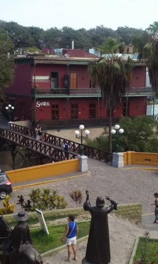 Puente de los Suspiros, en Barranco, la zona de la bohemia limeña a la cual le cantó Chabuca Granda, entre otros.