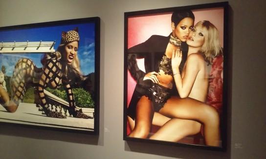 Kate Moss y Rihanna, foto de Mario Testino exhibida en su propio museo, en la zona de Barranco.
