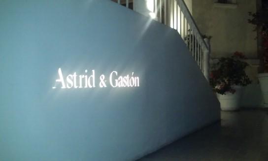 La entrada de Astrid & Gastón, un símbolo de la gastronomía peruana, emplazado en Casa Moreyra, una residencia histórica de Lima.