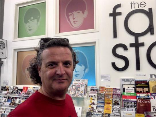 Interior de The Beatles Story. Ahí se puede comprar todo el merchandising que a uno se le ocurra sobre el grupo.