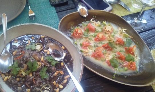 El cebiche o ceviche peruano (ambas formas están aceptadas), una gloria gastronómica a partir de combinaciones infinitas de pescado fresco, limón y los picantes inagotables del Perú.